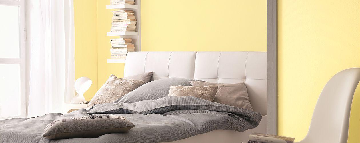 Zarte Gelbtöne lassen kleine Zimmer nicht nur größer, sondern auch heller und wärmer wirken.