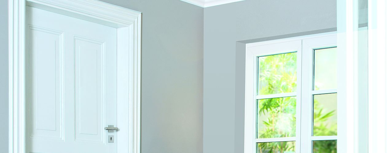 Die Renovierung der Türrahmen wirkt auf den ganzen Raum